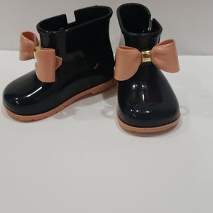 Black and pink mini melissa bow booties